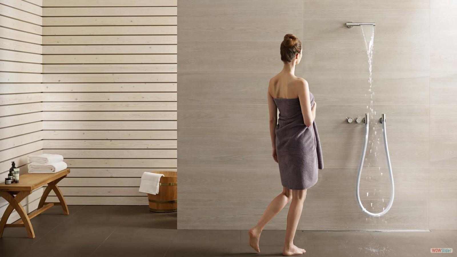 Moderne Badezimmer von Zelzer in Bodenmais